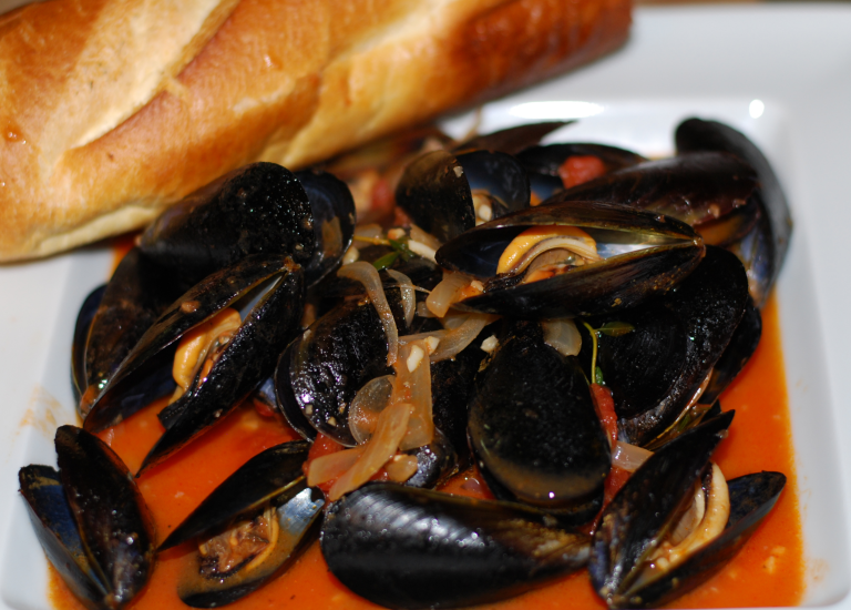 Italian Style Steamed Mussels ~ Living the Savory Life